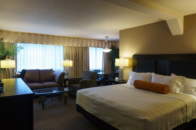 King Size Bed Suite Clackamas, Oregon